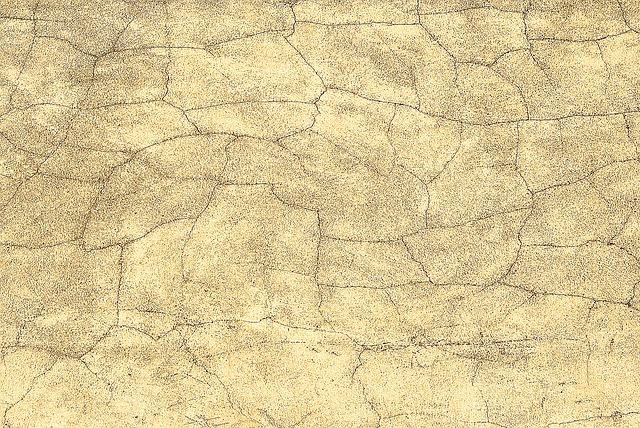 Jak radzić sobie z pękającymi ścianami i nierównościami?