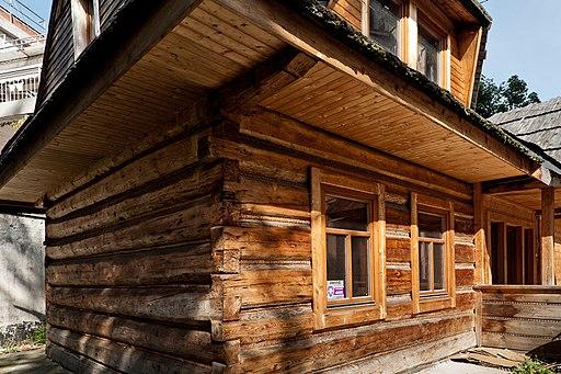 Domy drewniane całoroczne. Wady i zalety konstrukcji drewnianych.