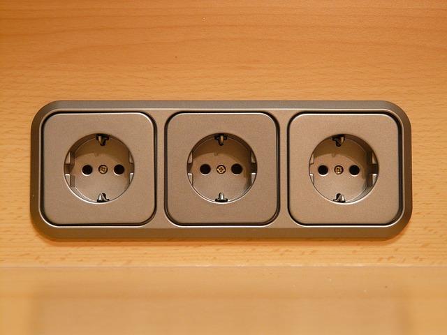 Nowoczesne natynkowe i podtynkowe gniazdka elektryczne. Co wybrać?