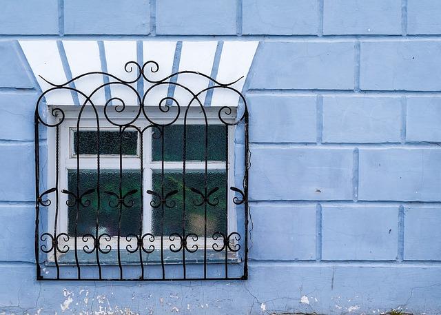 Malowanie natryskowe sufitu, metalu, ścian. Jak się do tego zabrać?