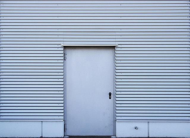 Drzwi aluminiowe zewnętrzne, wewnętrzne. Co warto wiedzieć?