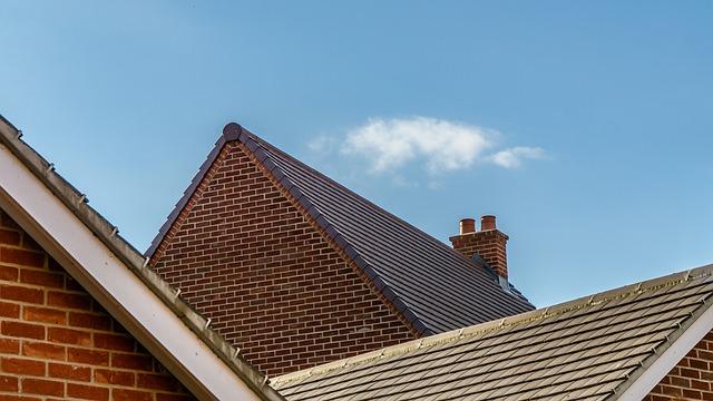 Praca na dachu. Jak wygląda asekuracja i zabezpieczenie przed upadkiem?