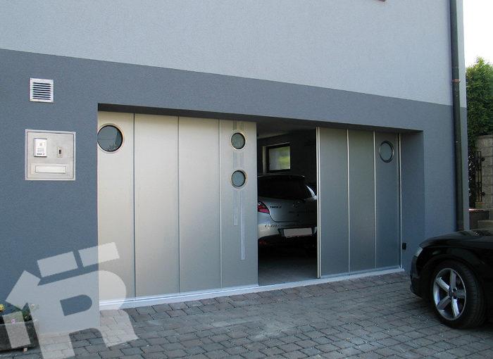 Brama segmentowa z drzwiami, bramy garażowe boczne.