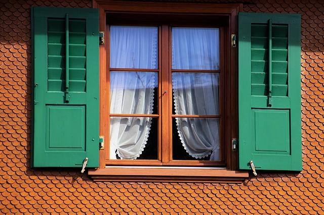 Czy okna drewniane są ciepłe i wytrzymałe?