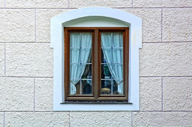 Wymiana, demontaż starych okien. Kiedy należy to zrobić, jak się przygotować?